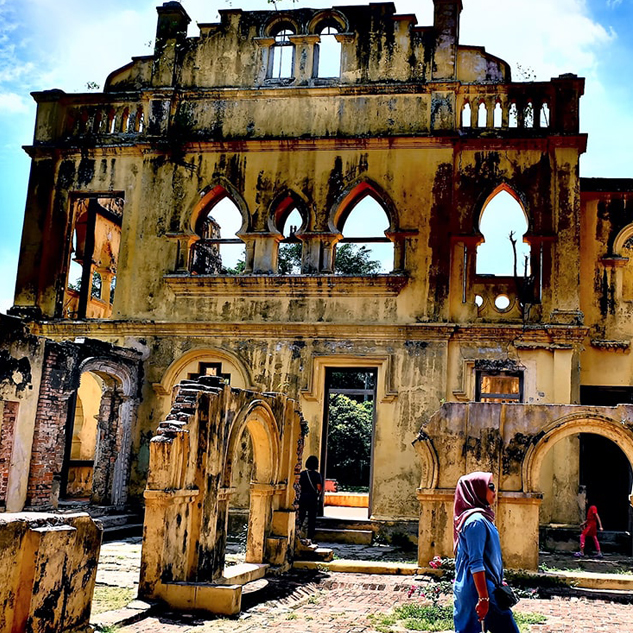 A Past that Haunts Kellie's Castle